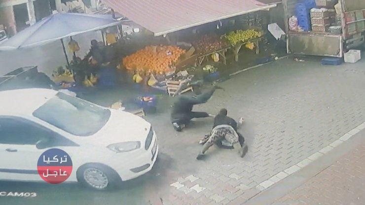 شاهد بالفيديو سيارة تدهس مسنين في أسنيورت بإسطنبول